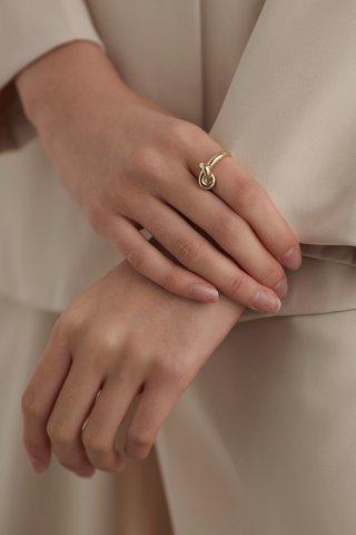 Gizel Knot Ring