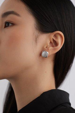 Xynia Ear Studs