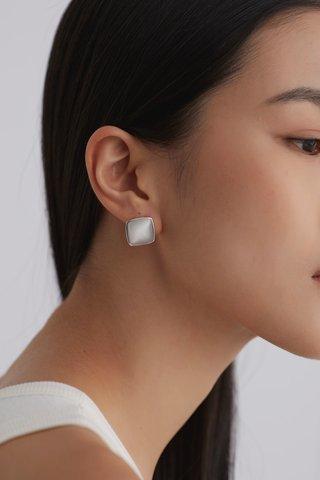 Hyon Ear Studs