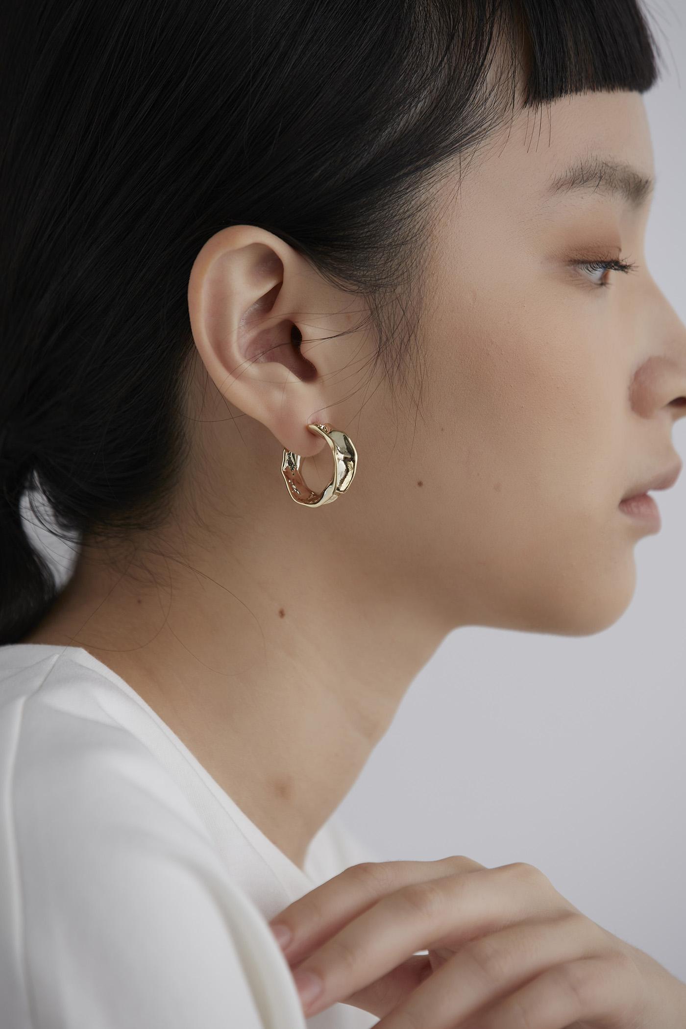 Braelyn Hooop Earrings